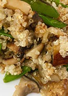 Salteado de quinoa con boletus y tirabeques