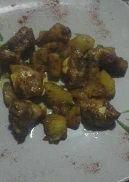 Costillas adobadas con patatas
