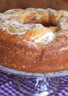 Bizcocho de manzanas con nata y cobertura de canela