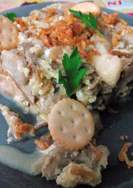 Revuelto de setas con cebolla frita y galletas saladas