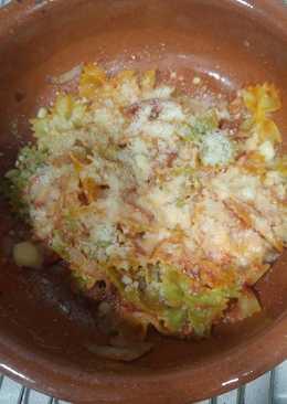 Pasta con paté bacon tomate y queso