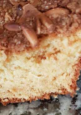 Bizcocho de nata montada y costra de piñones almendra y azúcar
