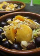 Ensalada de queso con cerezas, albaricoques y frutos secos