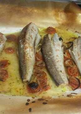Pescado al horno con tamatitos cherry y cebolla