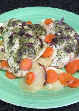 Pescado blanco en el horno con guarnición de chirivía y zanahorias
