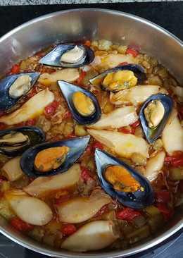 Revuelto de berenjenas y pimientos con frutos del mar