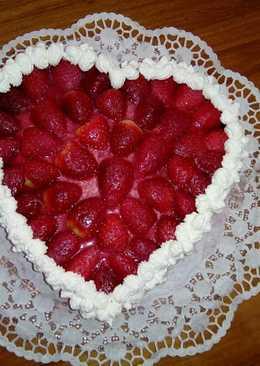 Tarta corazón de fresas con nata
