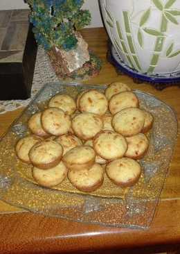 Mini muffins de cebolla y queso gouda