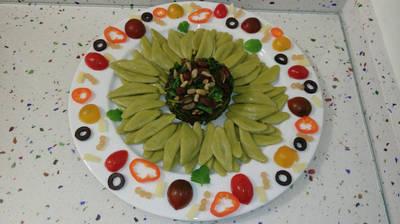 Girasol de pasta Foglie d'ulivo y espinacas salteadas con frutos secos