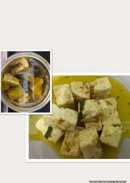 Queso feta macerado en aceite de oliva y especias
