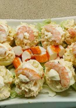 Huevos rellenos de langostinos y surimi