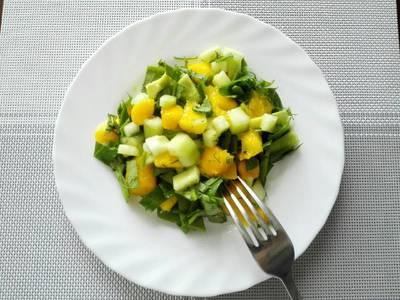 Ensalada de mango, espinaca y aguacate