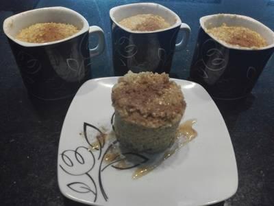 Pastelito Mug cake de avena y manzana sin horno y sin harina