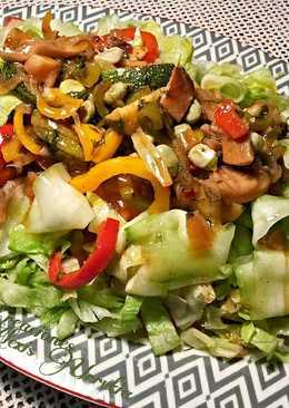 Ensalasa de salteado de verduras y setas al estilo asiático