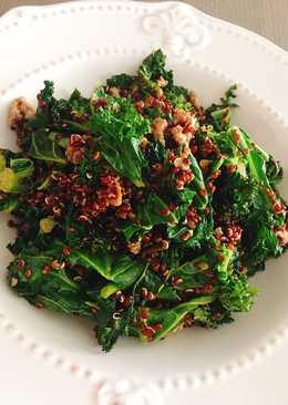 Kale con quinoa roja y carne picada