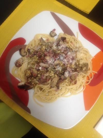 Espaguetis con setas y nueces
