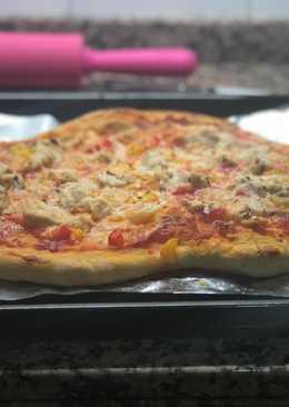 Pizza casera san Valentín (pollo, pimientos y cebolla)