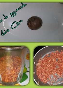 Semilla de aguacate rallada y tostada