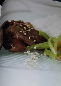 Cerdo al jengibre (buta no shogayaki - típica receta japonesa)