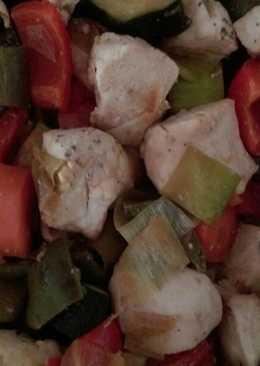 Pollo con verduras en salsa de soja