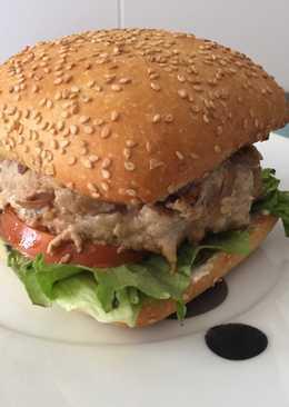 Hamburguesa de lomo con cebolla y queso de cabra