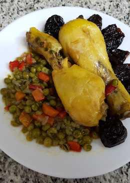 Muslitos de pollo con verduras y ciruelas