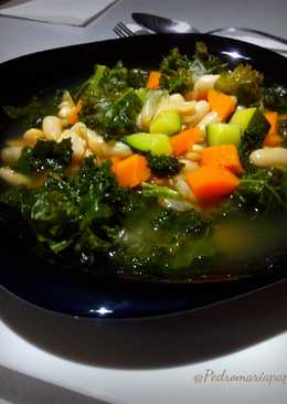 Sopa de kale con legumbres
