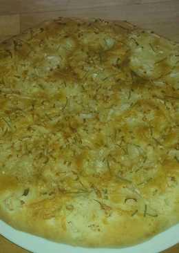 Foccacia de cebolleta, romero y queso
