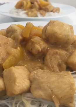 Fideos de arroz con pollo al curry
