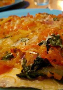 Trucha al horno con sofrito de tomate, cebolla y espinaca