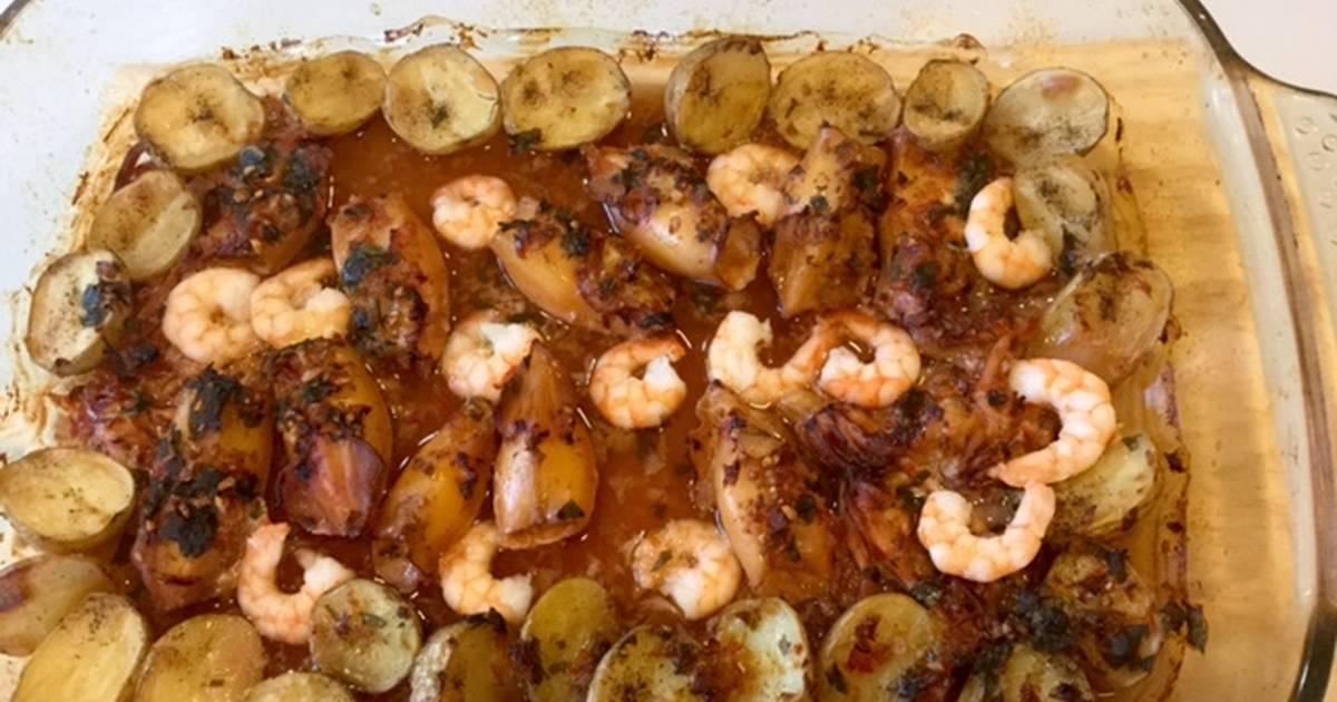 Calamares de potera con langostinos receta de - Limpiar calamares pequenos ...