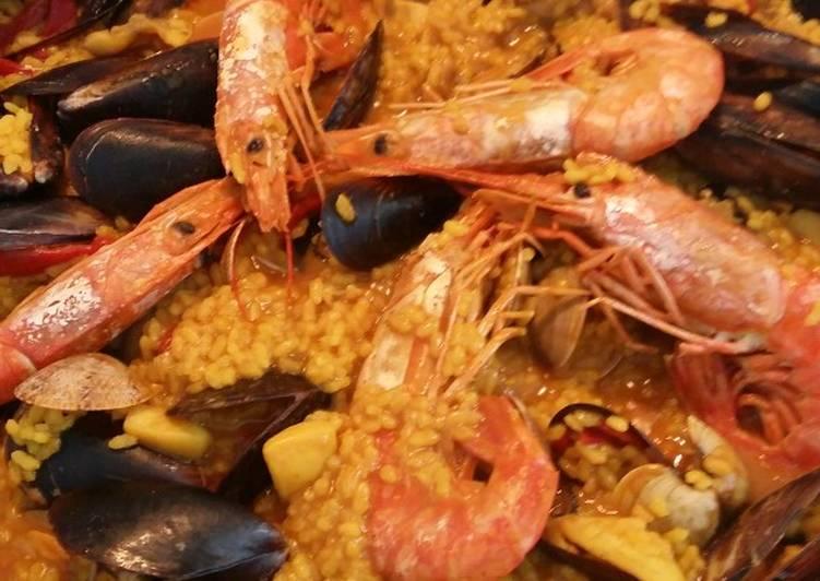 Paella de pescado y marisco 😊😉