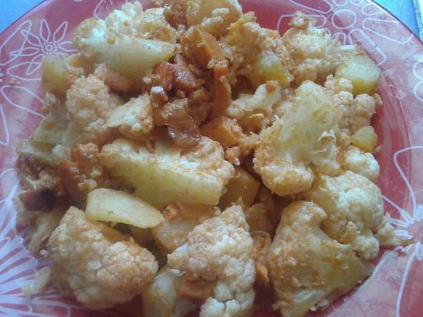 Coliflor al ajoarriero con batata y zanahoria