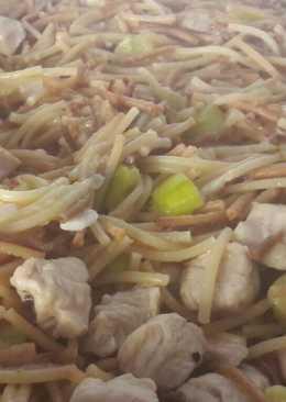 Fideos con calabacín y solomillo de pavo