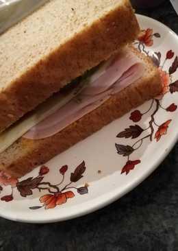 Cena, delicioso sándwich ligero