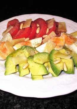 Ensalada de aguacate, huevos y tomates