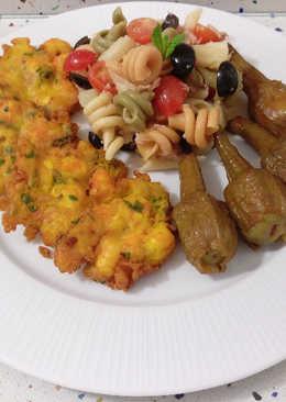 Tortillitas de gambas con ensalada de pasta y berenjenas de Almagro