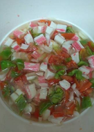 Salpicón con palitos de cangrejo (surimi)