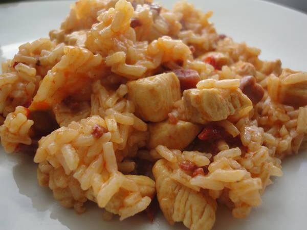 Arroz meloso de pollo, chorizo y jamón