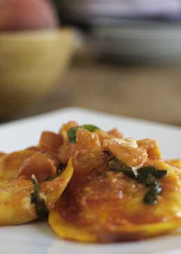 Delicia de queso mottarone con salsa tomate y albahaca