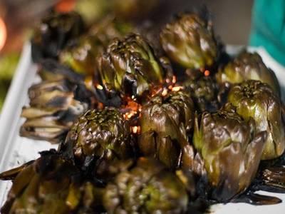 Alcachofas asadas con jamón serrano