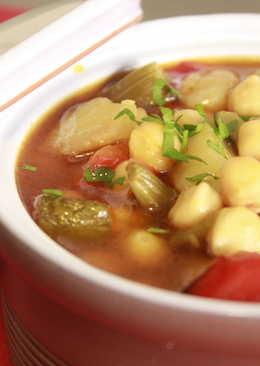 Potaje de garbanzos con verduras asadas