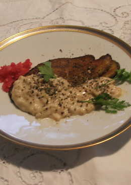 Berenjenas con salmón rebozados con salsa blanca