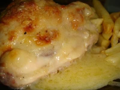 Pollo a la crema de cebollas