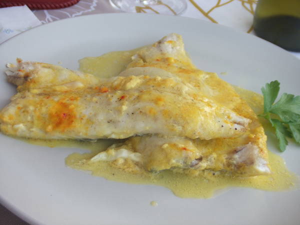 Filetes de dorada al horno con nata y azafrán