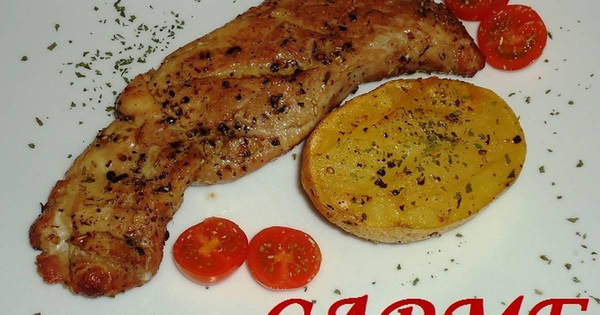 Solomillo de cerdo con patatas y escalibada al horno Solomillo iberico al horno