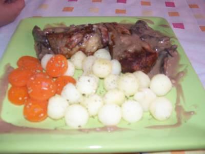 Lomo con hongos y verduras salteadas