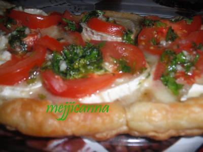 Hojaldre de queso de cabra y tomate