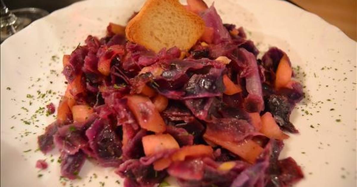 Lombarda con manzana y pi ones 12 recetas caseras cookpad for Cocinar col lombarda