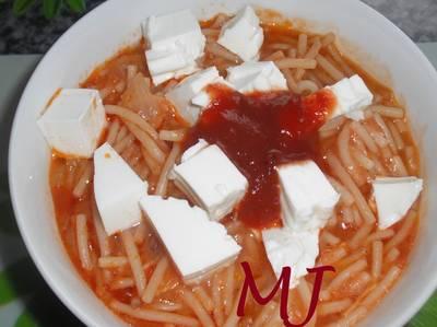 Sopa de fideos con pollo mexicana